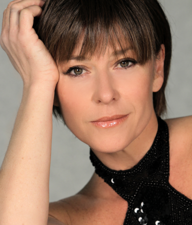 NIKKI BENNETT PRESENTS: INVINCIBLE  THE HELEN REDDY SHOW
